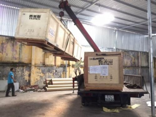 Máy in bạt khổ lớn được vận chuyển bằng cần cẩu