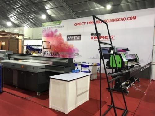 Gian hàng của công ty MayInQuangCao.com - Máy in UV tại Triển lãm Quốc tế Vietbuild TPHCM lần 1 năm 2018 (1) dần hình thành